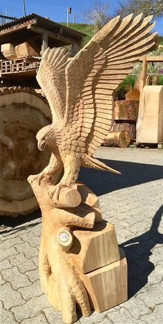 The Best, Most Comprehensive List Of Tips About Woodworking You'll Find – EasyWoodworkingOnline Chainsaw Wood Carving, Wood Carving Art, Bird Sculpture, Sculptures, Chain Saw Art, Eagle Statue, Whittling Wood, Harley Davidson Art, Creation Art