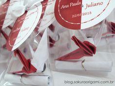 Lembrancinhas de Casamento: ímã de tsuru com duas cores e nome dos noivos - Sakura Origami Ateliê