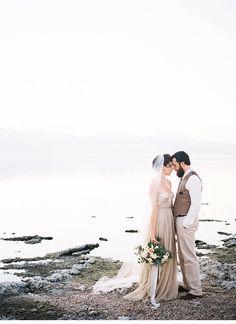 magical salton sea wedding inspirations, photo: Jen Wojcik Photography   www.hochzeitsguide.com