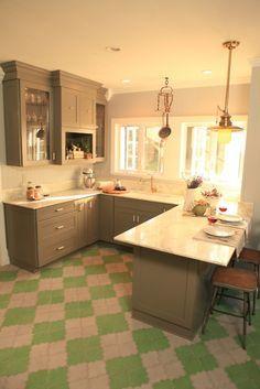 Small seaside cottage kitchen captain jack 39 s wharf for Genevieve gorder kitchen designs