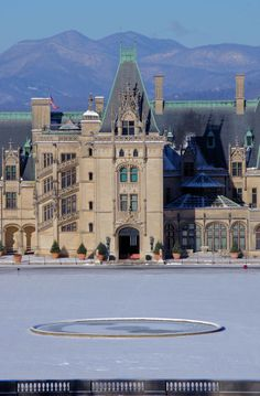 #BiltmoreHouse on a snowy morning in #Asheville, North Carolina