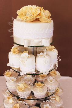 Cup cake tower in white and gold