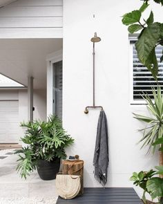 An outdoor shower is not a luxury, it's a necessity when you live beachside. An outdoor shower is not a luxury, it's a necessity when you live beachside. That is unless you quite enjoy the sensation of sand between… Simple Garden Designs, Modern Garden Design, Patio Design, Exterior Design, Backyard Designs, Backyard Ideas, Outdoor Baths, Outdoor Bathrooms, Outdoor Showers