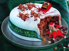 Best Christmas cake ever! Holiday Cakes, Christmas Desserts, Christmas Baking, Christmas Fruitcake, Christmas Cakes, Crazy Cakes, Beautiful Cakes, Amazing Cakes, Rum And Raisin Cake
