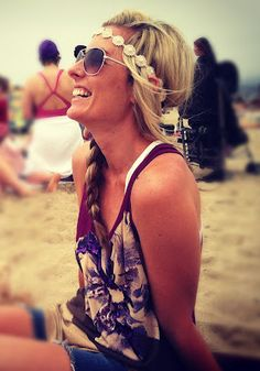 A simple braid and headband perfectly compliment beach attire. Parisienne Chic, Summer Of Love, Summer Girls, Free Summer, Summer Sun, Fashion Runway Show, Women's Fashion, Fashion Brands, Summer Outfits