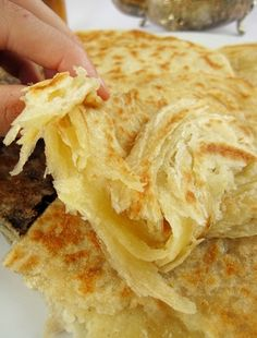 Msemens y melouis Moroccan Bread, Morrocan Food, Middle East Food, Best Bread Recipe, Paratha Recipes, Ramadan Recipes, Arabic Food, Artisan Bread, Everyday Food