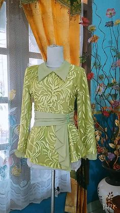 Batik Fashion, Hijab Fashion, Fashion Dresses, Dress Brukat, Batik Dress, Trendy Dresses, Simple Dresses, Model Dress Kebaya, Blouse Batik Modern