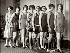 """Applicants to Paramount Motion Picture School. The school will be housed in the Paramount Eastern Studio at Astoria, Long Island. Photo Vintage, Look Vintage, Vintage Glamour, Vintage Beauty, Vintage Photos, Antique Photos, Vintage Bathing Suits, Vintage Swimsuits, Vintage Bikini"