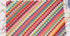 かぎ針編みで簡単なブランケットを作りたいと思っていたところ、    こちらのポスト「 Diagonales : English tutorial 」を見つけました。         写真が豊富なチュートリアルで俄然やる気が出たので現在はりきって編んでいるところです。      ...