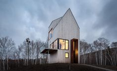 Dubbed the Rabbit Snare Gorge cabin, this house, on Cape Breton, is a sort of observation tower that puts its inhabitants in touch with all facets of the Canadian island's dramatic landscape. Though the Atlantic waters nearby are warm, winter storms ...
