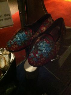 Tapestry shoes with a detailed front