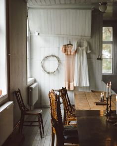 Love the huge vintage farmhouse table in this gorgeous modern rustic space with white timber cladding and a simple wreath on the white walls Luxury Homes Interior, Interior Architecture, Timber Cladding, Ivy House, White Cabinets, Cheap Home Decor, Home Decor Accessories, White Walls, Decoration