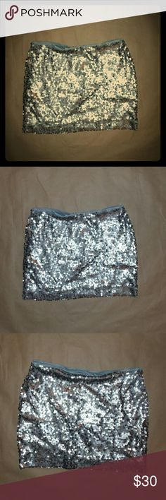 ☆HOST PICK 7/1/16☆ EXPRESS silver Sequin skirt S Mini skirt Express Skirts Mini