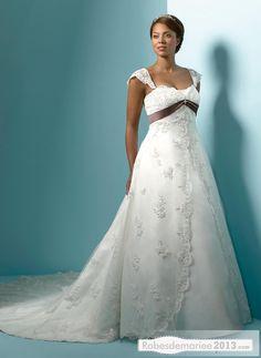 Delightful A-Line Appliques Capped-Sleeve Chapelle Floor-Length & Sash Plus Size robe de mariée