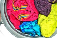 Have you ever left towels in the washing machine overnight (or even worse, for a couple of days) after you've washed them? If so, you know that when you go to remove them, they'll have a pretty gross mildew smell. And even after you dry them with nice-. Smelly Towels, Diy Cleaning Products, Cleaning Solutions, Laundry Solutions, Deep Cleaning, Cleaning Hacks, Mildew Remover, Laundry Hacks, Tips