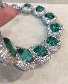 WOW!! Paraiba tourmaline and diamond necklace