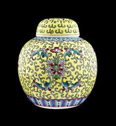 CHINESE pot - hand geëmailleerd porselein vintage hardplastic jar - mid 20ste eeuw Glass Ceramic, Ceramic Art, Tate Gallery, China Porcelain, Japanese Porcelain, Chinese Ceramics, Exhibition Poster, Ginger Jars, Jar Lids