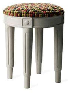 Taburett betong pall - filtbollar från Tove Adman hos ConfidentLiving.se