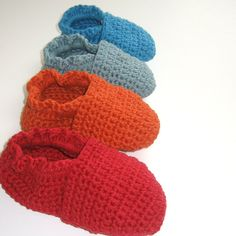 Ravelry: ORIGINAL STAY ON ROBEEZ STYLE CROCHET BABY BOOTIES pattern by Angela Juergens