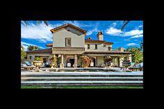À Hollywood, les maisons de stars les plus extravagantes inondent le marché immobilier. Cette semaine, le site du magazine américain «Variety» rapporte que c'est au tour de Sylvester Stallone et son épouse depuis 1997, Jennifer Flavin, de mettre en vente leur luxueuse propriété de La Quinta (Californie), un lieu sur lequel s'était rendu Paris Match en 2012.De retour au cinéma avec «Creed : L'Héritage de Rocky Balboa» (en salles le 13 janvier en France), le mythique comédien de 69 ans a en…