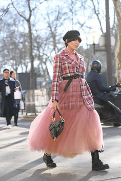 Every Head-Turning Street Style Look from Paris Fashion Week 2019 OK, these Parisians are killing it. - Every Head Turning Street Style Look from Paris Fashion Week 2019 at Star Fashion, Look Fashion, Daily Fashion, Autumn Fashion, Young Fashion, Japan Fashion, Cheap Fashion, Womens Fashion, Net Fashion