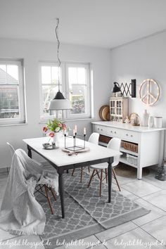 Dinigroom Inspiration Grey White Esszimmer in Grau Weiß