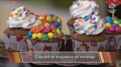 cupcake com recheio de brigadeiro de morango