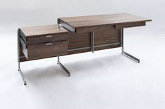 Fantastic desk. Love that the design gets out of the way of the user so he can move freely without hitting a desk leg.