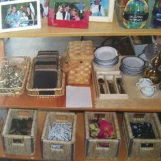 Keys, stones and other loose parts in the dramatic play area - from Learning Together with Young Children by Deb Curtis Reggio Emilia Classroom, Preschool Classroom, Classroom Activities, Activities For Kids, Dramatic Play Area, Dramatic Play Centers, Indoor Play Areas, Play Based Learning, Play Centre
