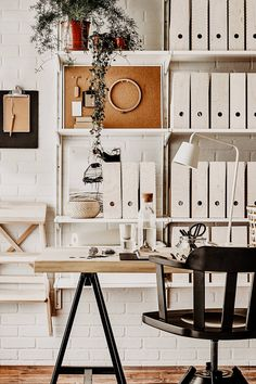 Tidiness on the desk: 10 tips for more organization! – Life and … - Tipps Office Organization At Work, Dorm Room Organization, Organization Ideas, Room Inspiration, Interior Inspiration, Style Blog, Desk Tidy, Tumblr Rooms, Relaxation Room