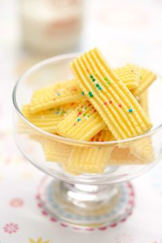 Biskut semperit adalah biskut kegemaran anak ita Dalili. Tapi Dalili tak panggil biskut ini biskut semperit sebaliknya dia panggil biskut...
