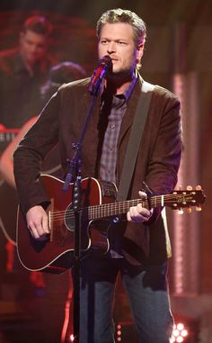 Blake Shelton from The Big Picture: Today's Hot Pics  The country singer performs on Late Night With Seth Meyers.