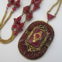 Vintage Art Deco Czech Glass Carnelian Molded Pendant Necklace