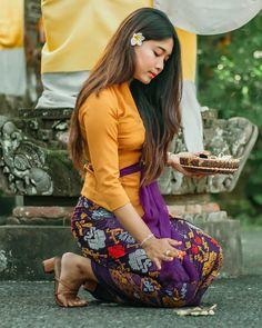 Bali Girls, Burmese Girls, Kebaya Bali, Cute Young Girl, Indonesian Girls, Traditional Outfits, Asian Beauty, Asian Girl, Bikini