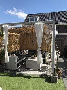 Diy Halloween Decorations, Halloween Diy, Backyard Birthday Parties, Outdoor Furniture, Outdoor Decor, Chill, New Homes, House, Beautiful