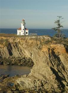 If you want to see the Cape Arago Lighthouse visit Sunset Bay State Park in Charleston, OR. #sunsetbaystatepark #lighthouse