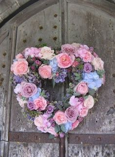 rose and hydrangea heart wreath (ignore the colours) Shabby Chic Kranz, Shabby Chic Wreath, Shabby Chic Hearts, Valentine Day Wreaths, Valentines, Heart Wreath, Summer Wreath, Door Wreaths, Vintage Flowers