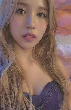 Nayeon, Kpop Girl Groups, Korean Girl Groups, Kpop Girls, Pretty Korean Girls, South Korean Girls, My Girl, Cool Girl, Sana Momo