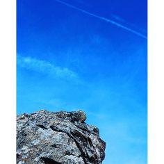 【ha_o_to】さんのInstagramをピンしています。 《days in tokyo【魔の山デ・ビ~ルマウンテン、ラスボス小林幸○との愛の頂上決戦ランデブー/第七章】 ・ ・ 『すまない、ザムスト・・・』 ・ 『おまえは良く頑張ってくれた、悪いのは僕だ』 ・ ・ 14:55pm ・ 時計の針は20秒を指していた ・ なんてこった、これじゃ三頭山の時と同じだ ・ ラスボス、あんた大したもんだよ ・ どんだけツンデレなんだ ・ この流れは間に合うパターンでしょ・・・ ・ いけると思わせといて、ドーーーッン!みたいな ・ ドS感ハンパな! ・ ・ 僕は空を仰ぎ、もはや白旗寸前だった ・ ・ ・ ・ その時 ブロロロロロロロロロロロ♪♪ ・ 遠くから聞こえる微かな音 ・ ・ 「!?」 ・ ・ プシューーー♪♪ ・ ・ 「!? !?」 ・ ・ 『ええっ!あ・・・』 ・ ・ いやいやいや・・・それはないでしょ ・ <とりあえず振り返り、もう一度左斜め40度の方角を見てみる> ・ ・ 「!? !? !?」 ・ ・ 『おや・・・おやおや・・・』 ・…