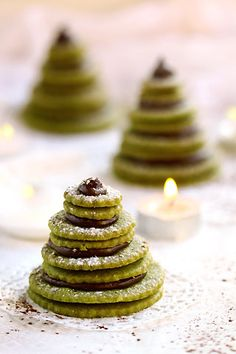 Sapin de biscuits au thé matcha (French Christmas trees made from green tea cookies)
