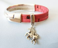 Unicorn Charm Bracelet http://sisters-cc-zj.com/