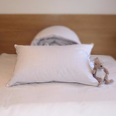 dream on 400 thread count goose down pillow white products goose down pillows and dreams