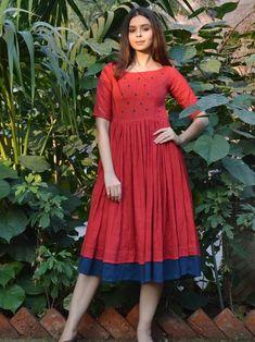 Gorgeous 52 Wonderful Cotton Dress Ideas For Women Style Simple Frocks, Casual Frocks, Kalamkari Dresses, Ikkat Dresses, Long Gown Dress, Frock Dress, Cotton Frocks, Cotton Dresses, Frock Fashion