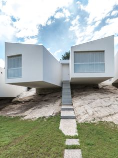 Image 17 of 32 from gallery of 5 Houses / Carlos Alejandro Ciravegna. Photograph by Gonzalo Viramonte Design Exterior, Interior And Exterior, Modern Interior Design, Interior Architecture, Rest Of The World, Modernism, Prefab, Minimalist Home, House Design