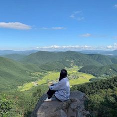 Nature Aesthetic, Korean Aesthetic, Aesthetic Girl, Japanese Aesthetic, Hiking Photography, Girl Photography, Best Friend Pictures, Cool Pictures, Alone Girl Pic