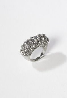 Stretch rhinestone ring features: • *Lead and nickel free• *One size fits most