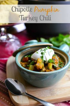 Chipotle Pumpkin Turkey Chili - The BEST healthy fall recipe! 21 Day Fix: 2/3 RED, 2/3 GREEN, 1/4 PURPLE, 1/2 YELLOW