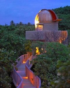 Soneva Fushi (Maldives).  A Meade RCX400 telescope crowns the observatory, where guests can gaze at the starry night sky.