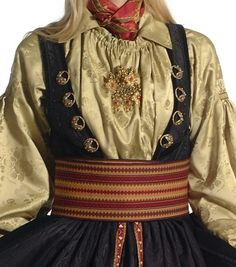 beltestakk in gold this same blouse is used with the Stakk of Liv .the only two that used this construction of blouse Inkle Weaving, Bridal Crown, Textile Fabrics, Folk Costume, Traditional Outfits, Norway, Printing On Fabric, Fancy, Style Inspiration