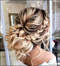 Braided Prom Hairstyles for Long Hair The dress is purchased, now you need to de. Hairstyles, Braided Prom Hairstyles for Long Hair The dress is purchased, now you need to decide on the styling. What are the fashion trends of the season, what i. Hairstyle Bridesmaid, Homecoming Hairstyles, Bridal Hairstyle, Medium Hair Styles, Curly Hair Styles, Hair Styles For Prom, Hair Medium, Braids For Long Hair, Summer Braids